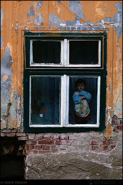Fotografia: Fereastra copilariei / Window of Childhood, KERUCOV .ro © 1997 - 2020 || Andrei Vocurek