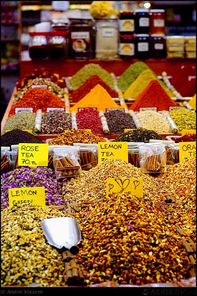 Fotografia Mirodenii in Bazarul Egiptean / Spices In The Egyptian Bazaar, album Istanbul, momente intre Europa si Asia / Istanbul, Moments Between Europe And Asia, Istanbul, Turcia / Turkey / Turquie / Turkiye, KERUCOV .ro © 1997 - 2018 || Andrei Vocurek
