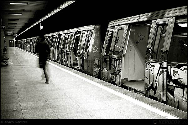 Fotografia Calatorul / The Passenger, album Metroul Bucuresti, din statie in statie / Bucharest Metro, From One Station To Another, Bucuresti / Bucharest, Romania / Roumanie, KERUCOV .ro © 1997 - 2018 || Andrei Vocurek
