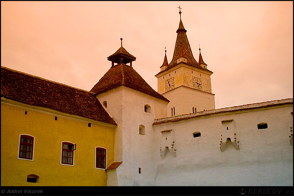 Fotografia Biserica Fortificata Harman / Harman Fortified Church, album Vremuri si spatii din Romania / Times and Spaces from Romania, Harman / Honigberg, Romania / Roumanie, KERUCOV .ro © 1997 - 2021 || Andrei Vocurek