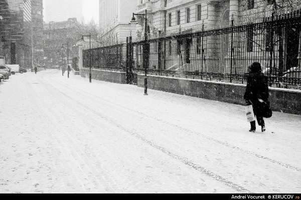 Fotografia Dimineata cu ninsoare / Morning With Snow, album Orasul oarecare - Puncte peste asfalt / Some City - Spots on the Asphalt, Bucuresti / Bucharest, Romania / Roumanie, KERUCOV .ro © 1997 - 2021 || Andrei Vocurek